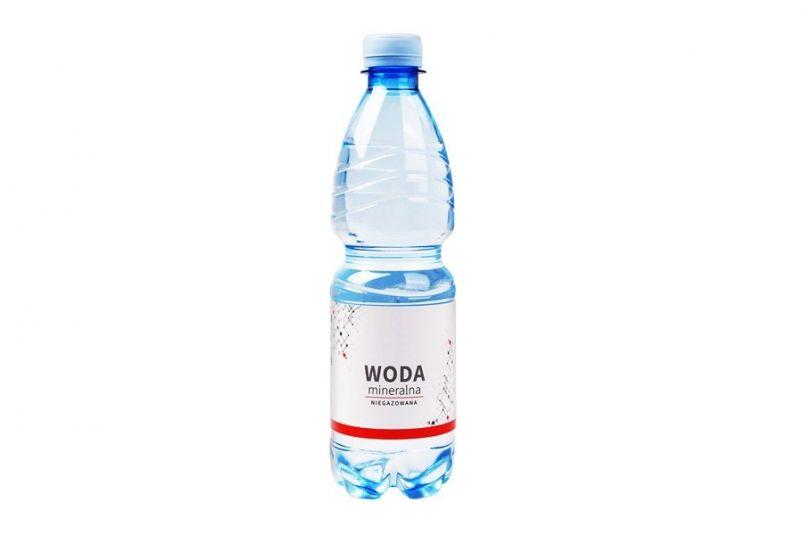 Woda mineralna z nadrukiem